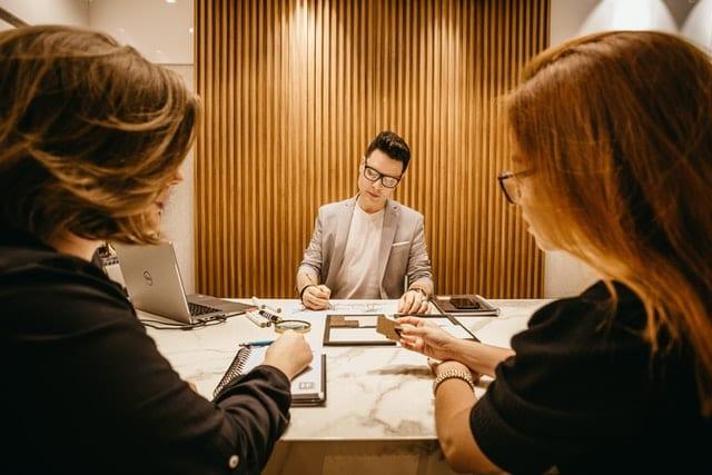 reunião tomada de decisão